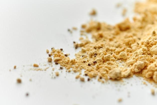 Farine de coléoptères dans la farine de boulangerie. ravageurs des silos à céréales. cuisson des aliments gâtés.