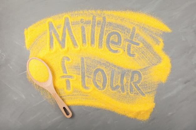 Farine de millet d'inscription de farine de millet décortiqué sur gris