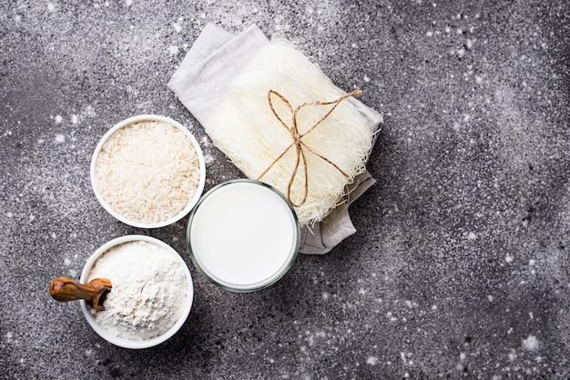 Farine de riz sans gluten, nouilles et lait non laitier