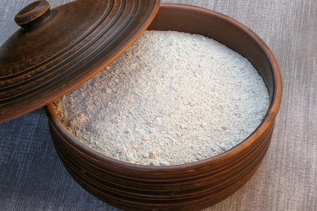 Farine de seigle à grains entiers grossièrement moulue