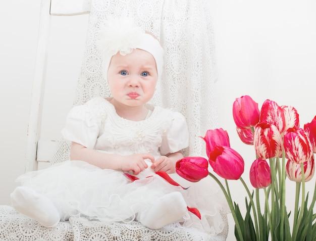 Fatigué Pleurer Bébé à L'intérieur Photo Premium