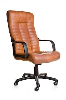 Fauteuil de bureau en simili cuir marron.