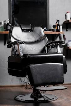 Fauteuil noir dans un salon de coiffure
