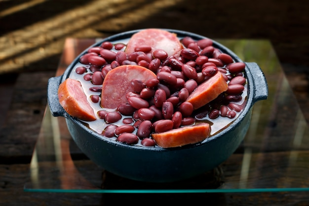 Feijoada aux haricots violets