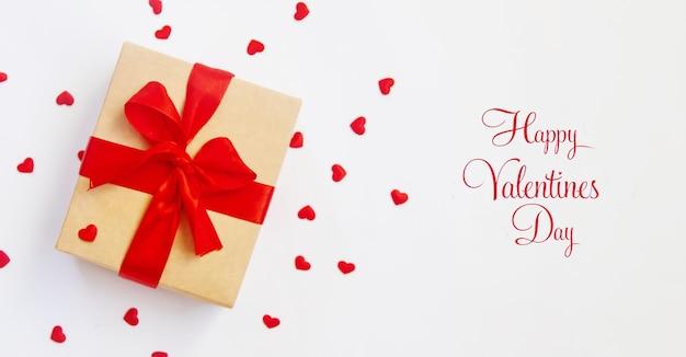 Félicitations pour le dîner romantique de la saint-valentin. mise au point sélective. vacances.