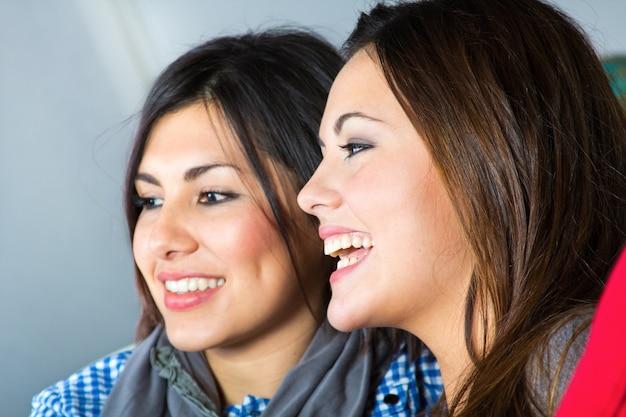 Feliz felicidad casual amigos mujer