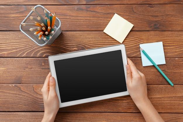 Femme, achats, utilisation, tablette pc, et, carte de débit