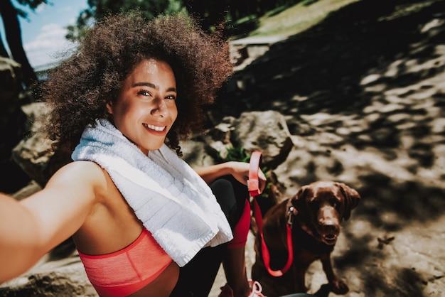 Femme active et en bonne santé avec style de vie rapide.