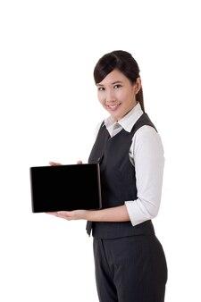 Femme d'affaires asiatique avec pad