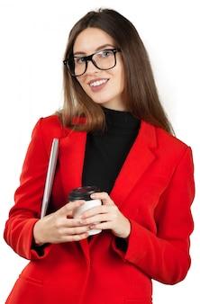 Femme d'affaires boire un café