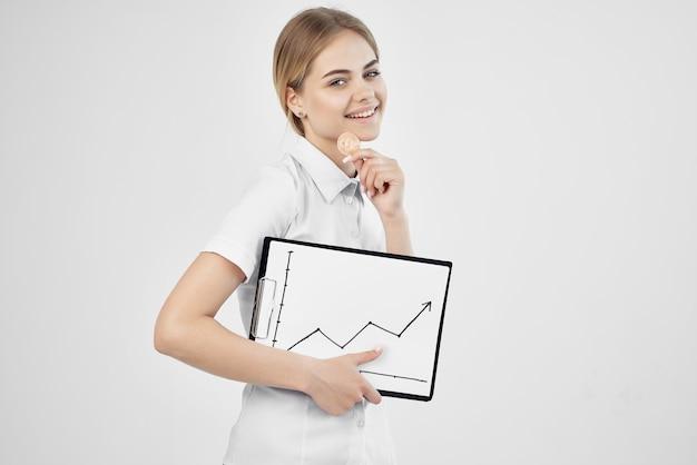 Femme d'affaires commerce internet finance investissement fond clair