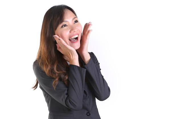 Femme d'affaires en costume d'affaires sourire et passionnant