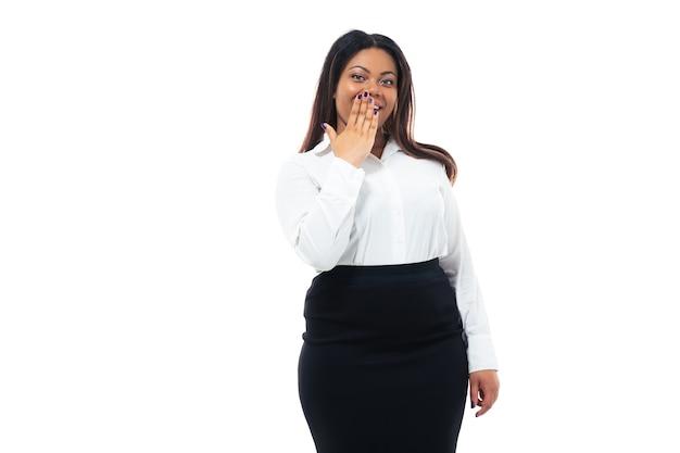 Femme d & # 39; affaires couvrant sa bouche