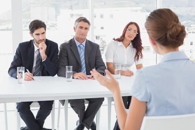 Femme d'affaires dans une interview de travail