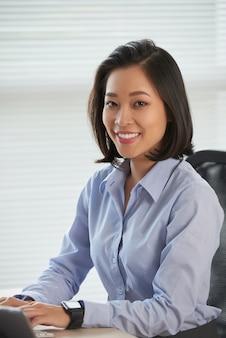 Femme d'affaires heureux