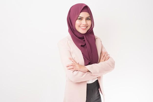 Femme affaires, à, hijab, portrait, blanc