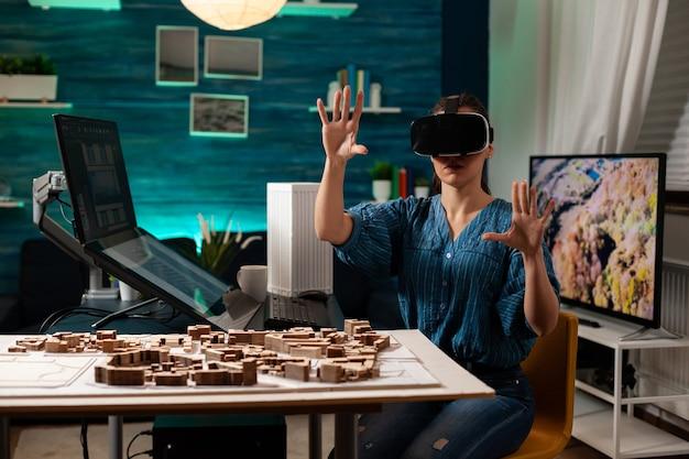 Femme d'affaires moderne avec des lunettes vr pour l'innovation