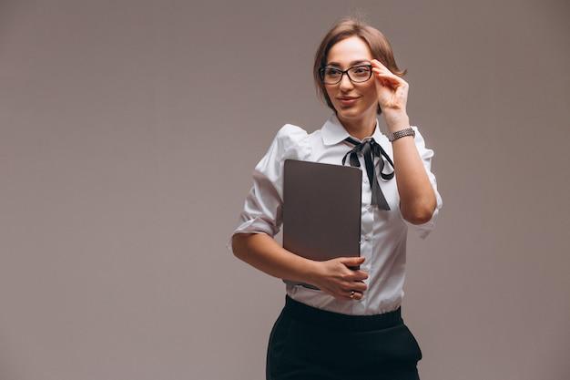 Femme d'affaires avec ordinateur isolé