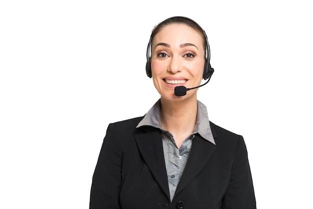Femme d'affaires parlant à travers un casque