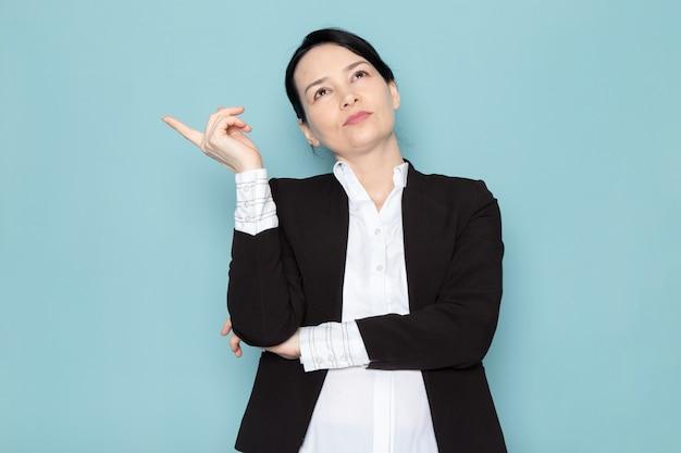 Femme affaires, pensée