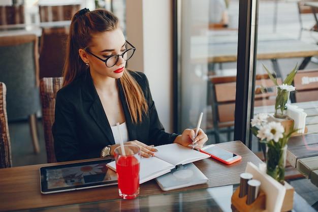 Femme affaires, séance, café