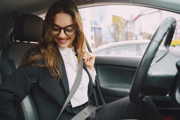 Femme affaires, séance, intérieur, voiture