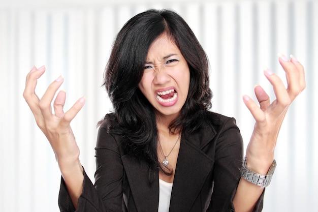 Femme d'affaires a souligné au travail.