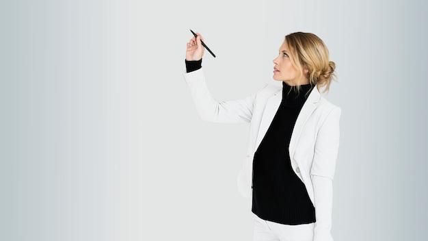 Femme affaires, tenue, stylo