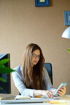 Femme affaires, travailler, bureau