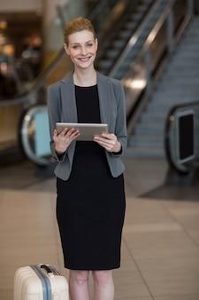 Femme affaires, utilisation, tablette numérique