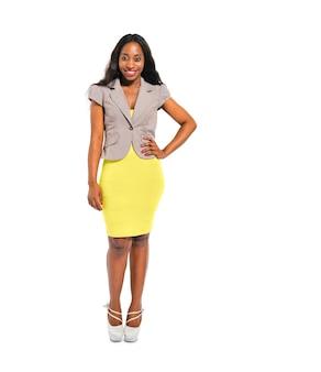 Femme africaine confiante décontractée intelligente