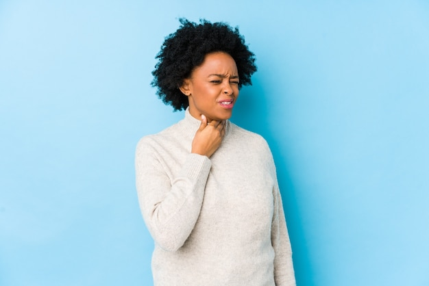 Femme afro-américaine d'âge moyen