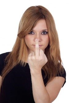 Femme agressive faisant un geste insultant isolé sur fond blanc