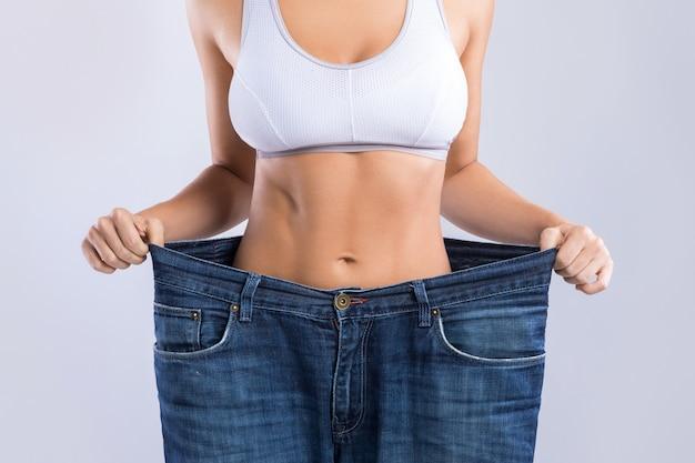 Femme après la perte de poids