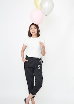 Femme asiatique avec des ballons à air chaud