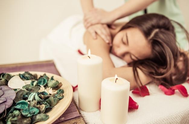 Femme asiatique, confection, massage, à, les, spa
