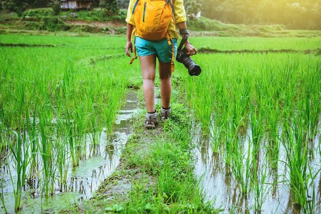 Femme asiatique dans la nature