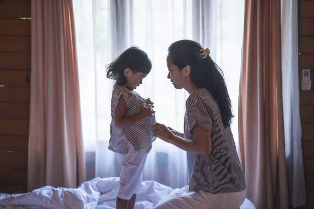 Femme asiatique, et, fille, préparé, vêtements
