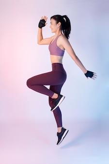 Femme asiatique fitnesses belle