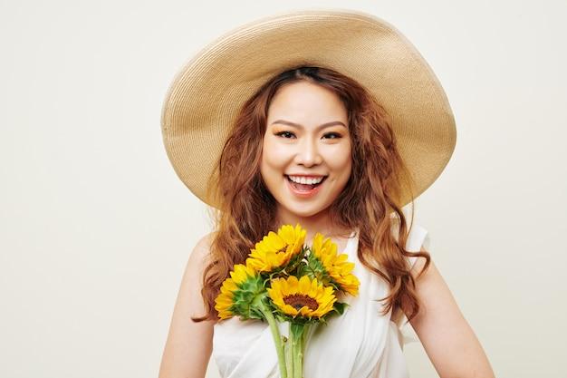 Femme asiatique, à, fleurs