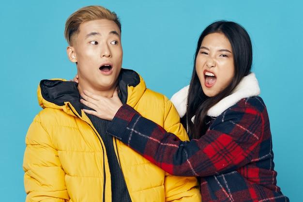 Femme asiatique, et, homme, poser, modèle, ensemble