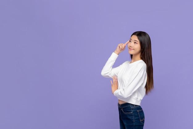 Femme asiatique, pensée, à, toucher main, tête