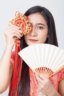 Femme asiatique, porter, cheongsam