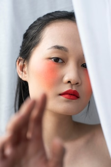 Femme asiatique, porter, maquillage