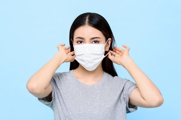 Femme asiatique, porter, masque médical, isolé