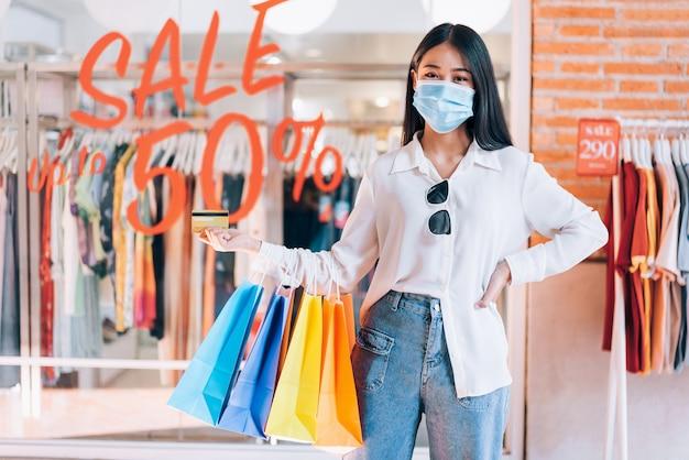 Femme Asiatique, Porter, Masque Protecteur Photo Premium