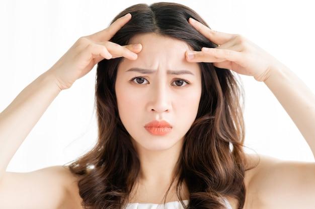 Femme asiatique, séance, maquillage, devant, miroir