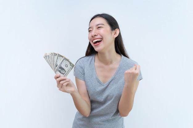 Femme asiatique, tenue, billets argent, concept bancaire, argent dollar