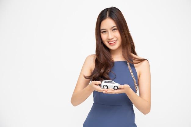 Femme asiatique, tenue, modèle voiture