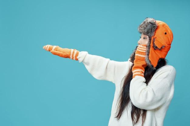 Femme asiatique avec des vêtements d'hiver